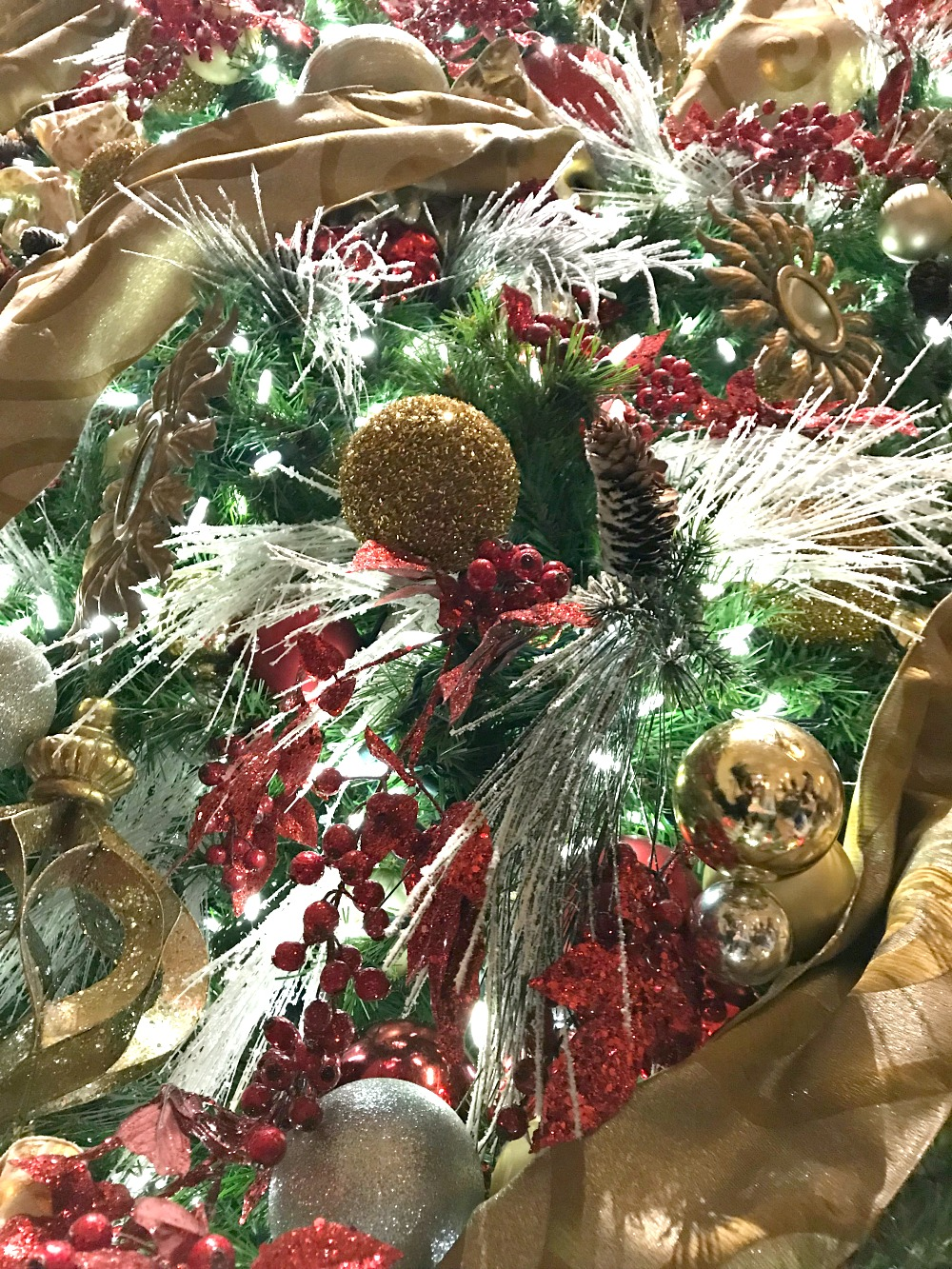 The Christmas tree at The Peninsula Hotel Chicago
